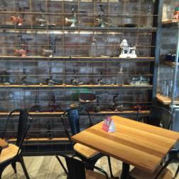 Ribs & Burgers Interior 1