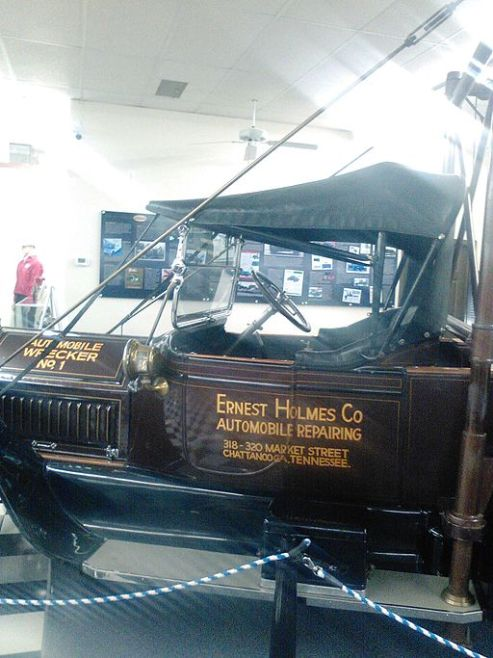 Sue_First Tow Truck_Replica_of_Ernest_Holmes_Co_Wrecker