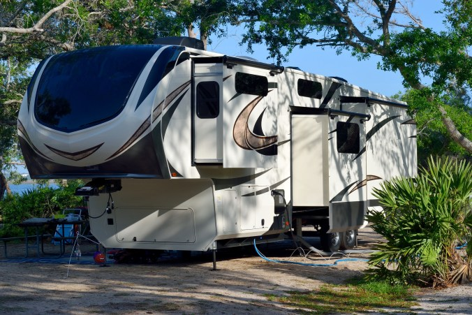 recreational-vehicle-3333103_1920