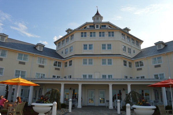 Hotel Breakers Is The Place To Stay When You Play At Cedar Point!