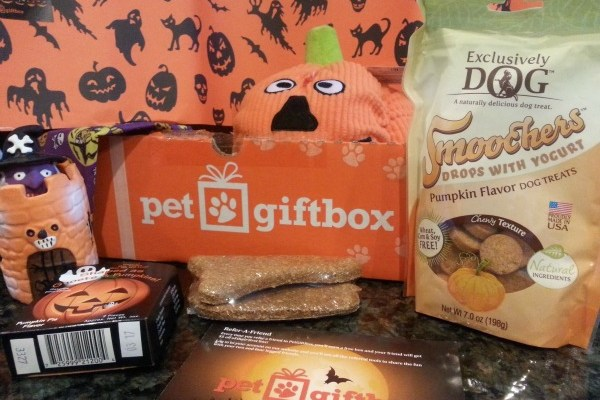 Gift A Subscription Box For Your Pets During The Holidays!