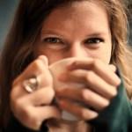人の目を気にしてしまいすぎるのを直す、7つの方法