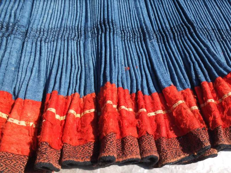 Vintage decorated pleated skirt