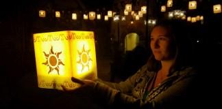 Tangled Lantern PhotoPass Opportunity in the Magic Kingdom | Walt Disney World