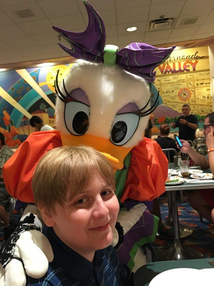 Daisy-Duck-Minnie's-Halloween-and-Dine-Disney-Hollywood-Studios