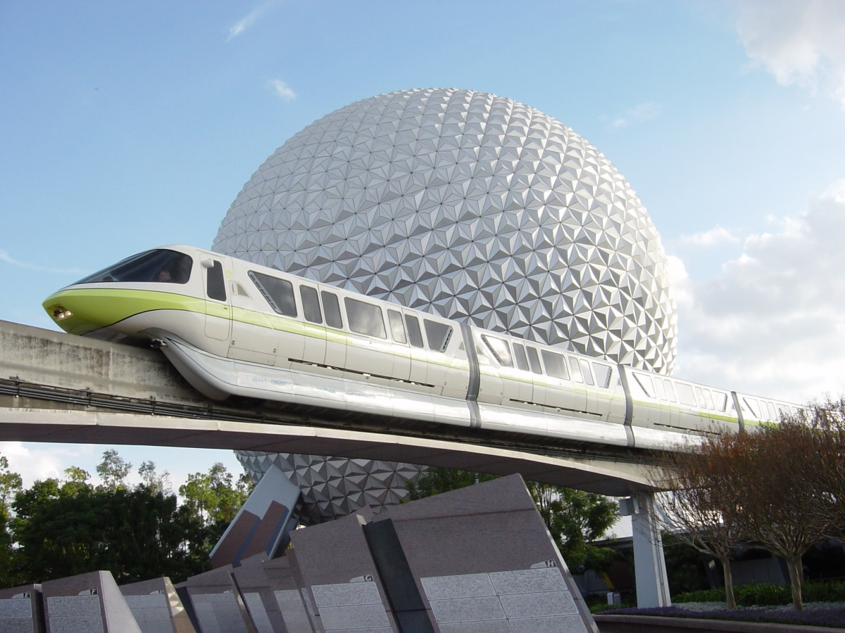 Door Falls Off of Monorail Lime at Walt Disney World