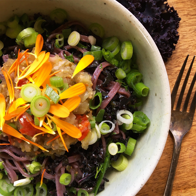 Calendula Petals Make Healthy Salad Bling!