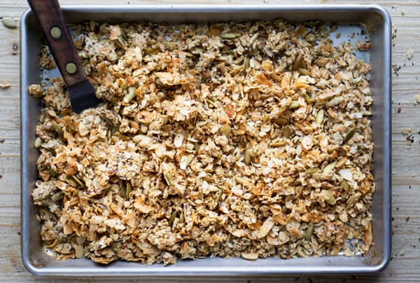 Easy homemade granola with whole oats, almonds, flax, chia, hemp, and coconut. Maple sweetened #vegan #glutenfree #flax #chia #hemp #breakfast #healthybreakfast #topping #healthyrecipe