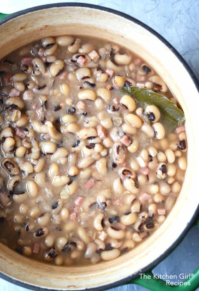 Forgot soaking! This easy, hands free recipe is ready in two hours! No Soak Black Eyed Peas on thekitchengirl.com #hoppinjohn #newyearsday #goodluckfood #nosoak