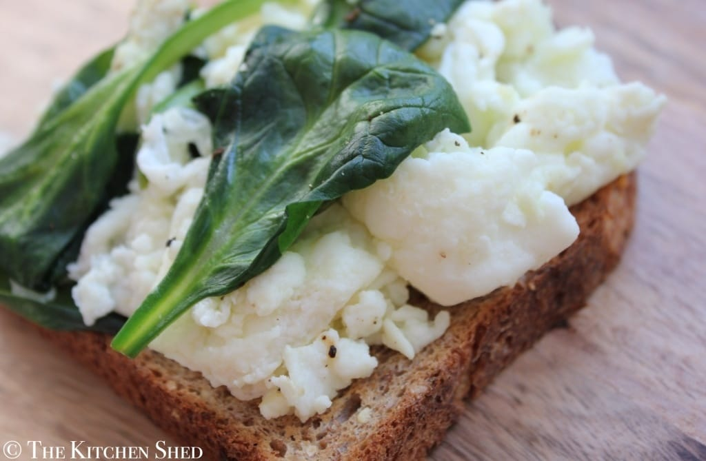 Clean Eating Spinach Scrambled Egg Whites - The Kitchen Shed
