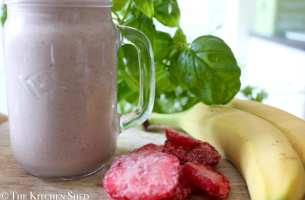 Clean Eating Strawberry & Banana Protein Smoothie