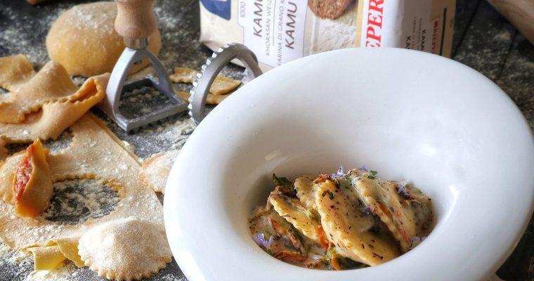 Girasoli di khorasan Kamut® all'uovo ripieni di Coda di Rospo e Pompelmo Rosa con Besciamella leggera piccante di Fiori di Zucca