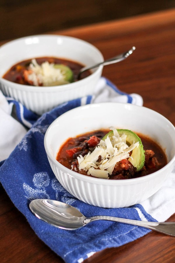 Crockpot Chicken Chili via The Kittchen (Vertical)