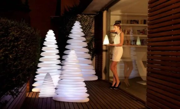 Christmas-Tree-Lighting-Chrismy-by-Teresa-Sapey-700x426
