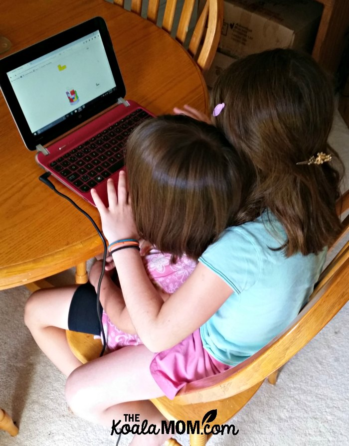 Sunshine (age 9) helping Jade (age 4) do her Smartick Method math lesson on the computer