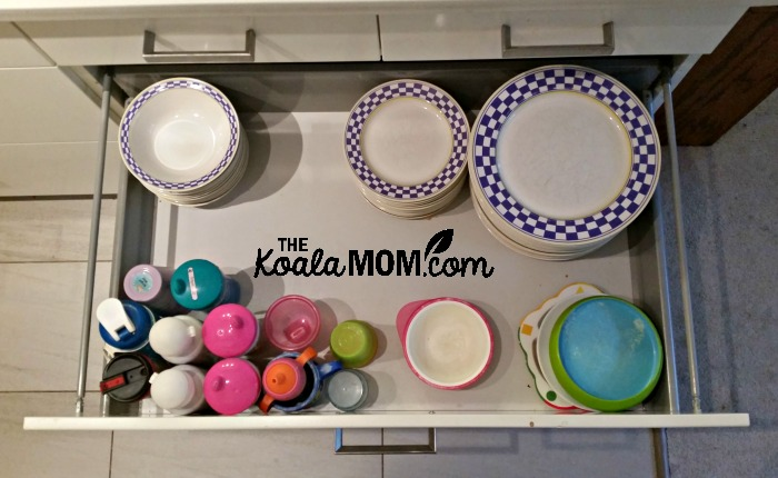 My kid-friendly kitchen drawer: cups and plates within reach of the kids