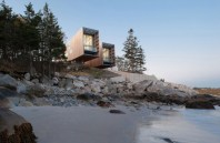 boat-inspired-wood-house-hanging-over-the-ocean-1-thumb-630x411-13022