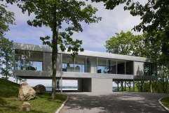 raised-linear-house-enclosed-in-glass-with-open-interior-1-thumb-630x424-12602
