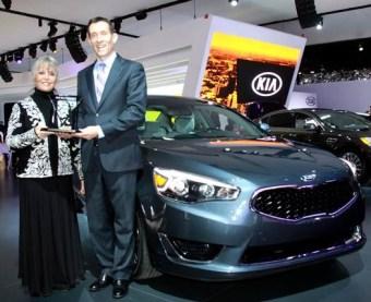 2014-kia-cadenza-wins-international-car-of-the-year (1)