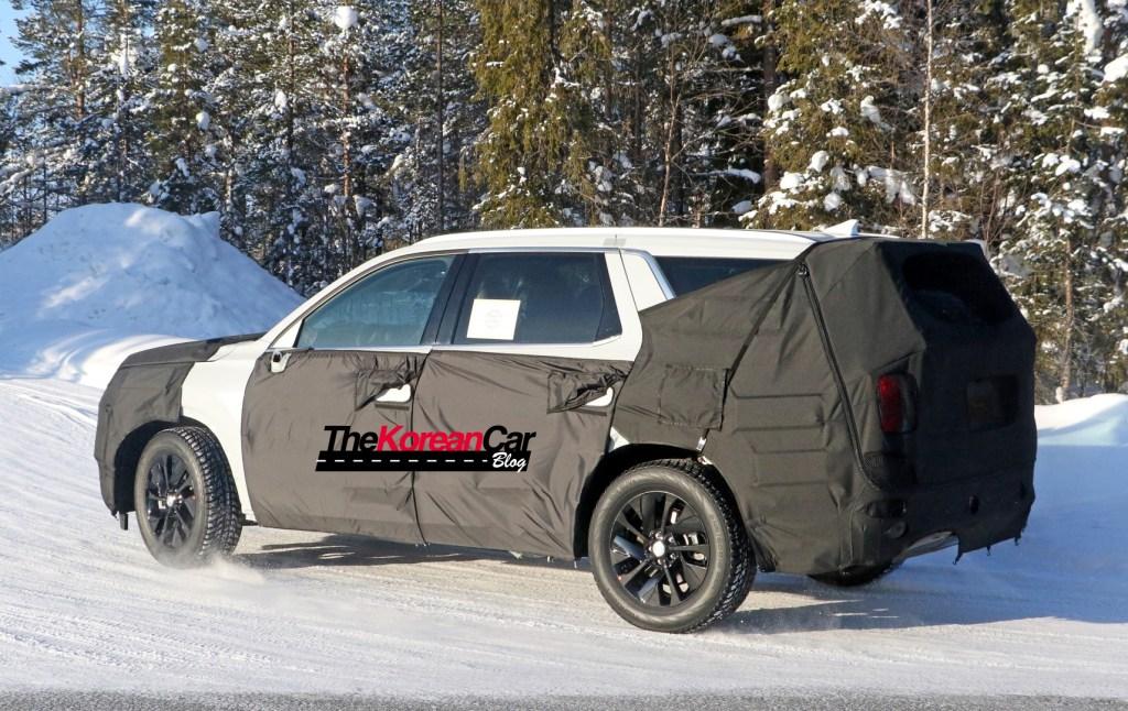 Hyundai Full Size SUV 8