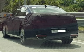 genesis g90 facelift spied (2)