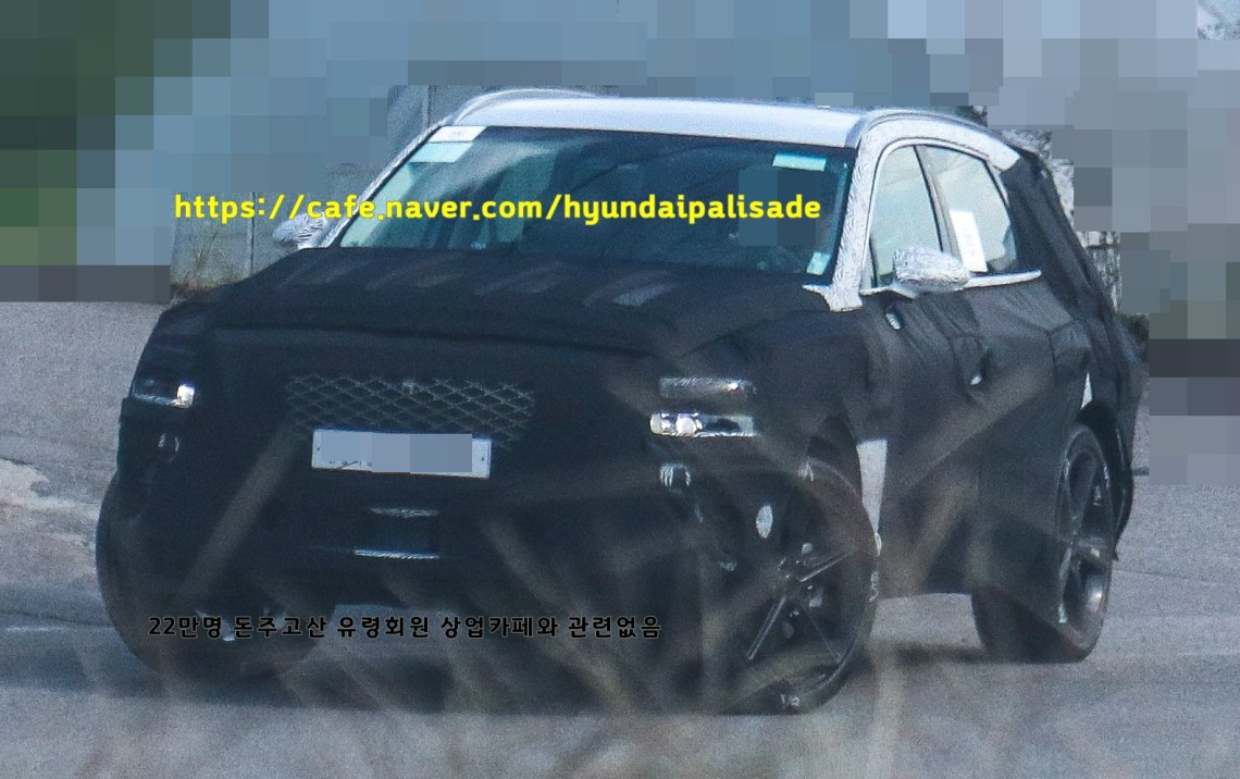 Genesis GV80 Spied with its final body (1)