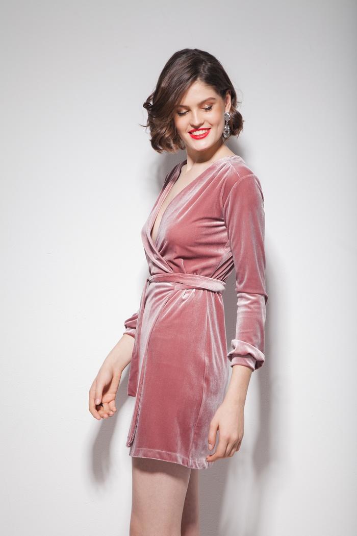 Платье из бархата на запах мини розовое - THE LACE