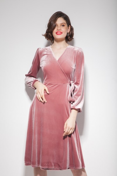 Платье из бархата на запах миди розовое - THE LACE
