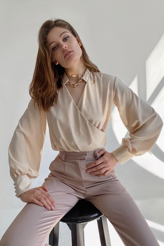 Блуза на запах бежевая - THE LACE