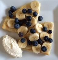 Bananas, blueberries and vanilla cream