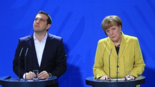Merkel-Tsipras-lecturns-copy-sized
