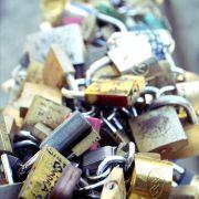 Life Through A Lens Blog: The Legend Of The Ponte Vecchio Padlocks