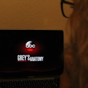 "A season of love: ""Grey's Anatomy"" premieres its 15th season"