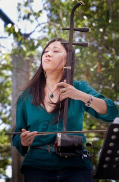 Lan Tung performing with her erhu. | Photo by Nenad Stevanovic.
