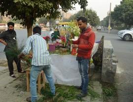 Delhi flower wallas at work | Photo by Carl Densem