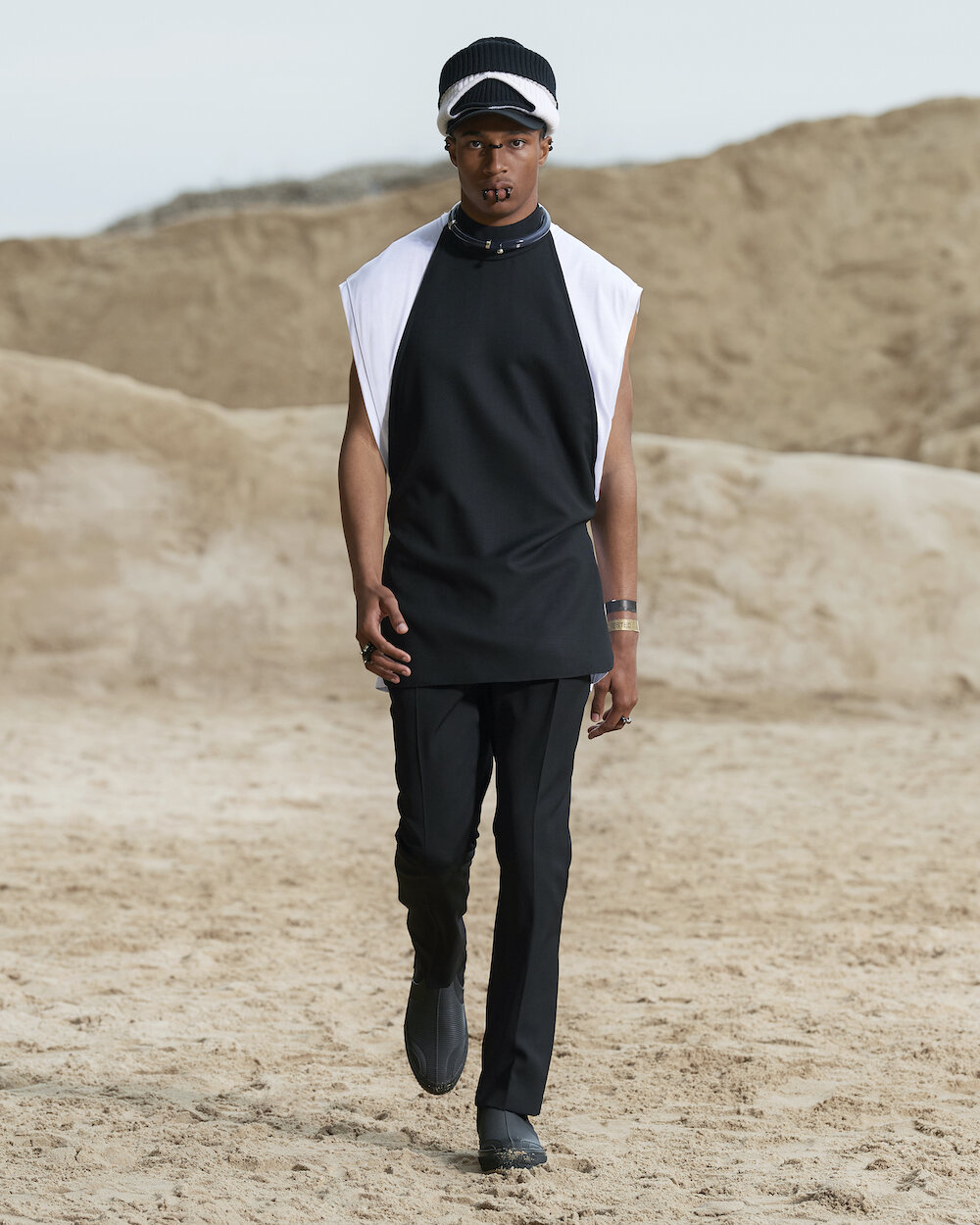 Burberry Spring_Summer 2022 Menswear Presentation Collection - Look 2 - Miles.jpg