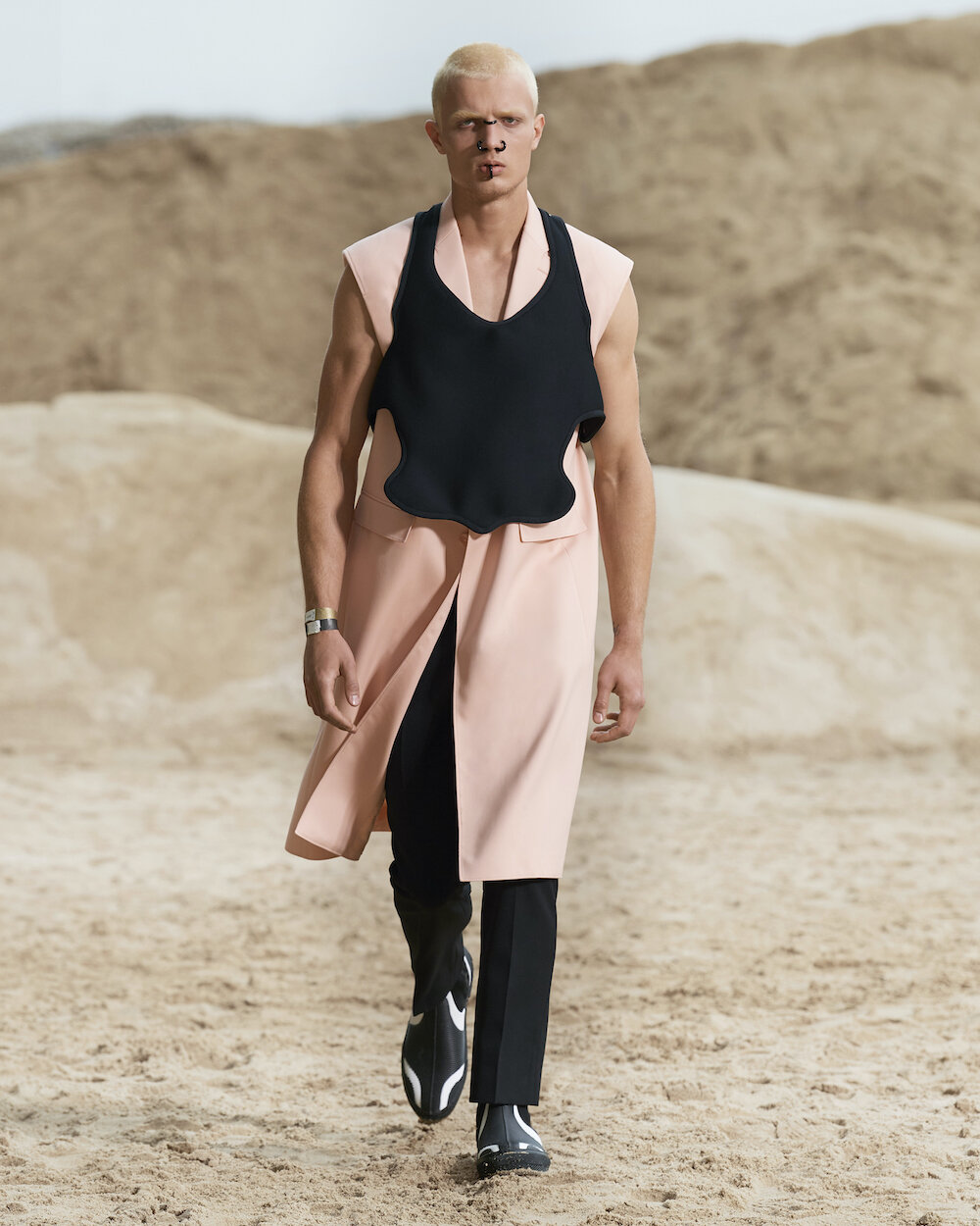 Burberry Spring_Summer 2022 Menswear Presentation Collection - Look 6 - Erik.jpg