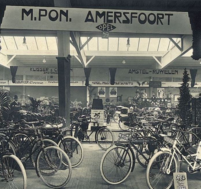 Pon historic bike show