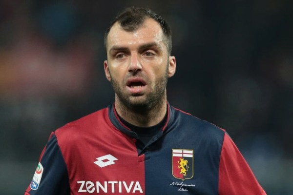 GENOA, ITALY - FEBRUARY 17: Goran Pandev of Genoa CFC gestures during the serie A match between Genoa CFC and FC Internazionale at Stadio Luigi Ferraris on February 17, 2018 in Genoa, Italy. (Photo by Emilio Andreoli/Getty Images)