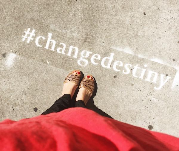 thelazyfrenchie_unebelgeanyc_sidewalkmessage_soho_newyork_blogueuse