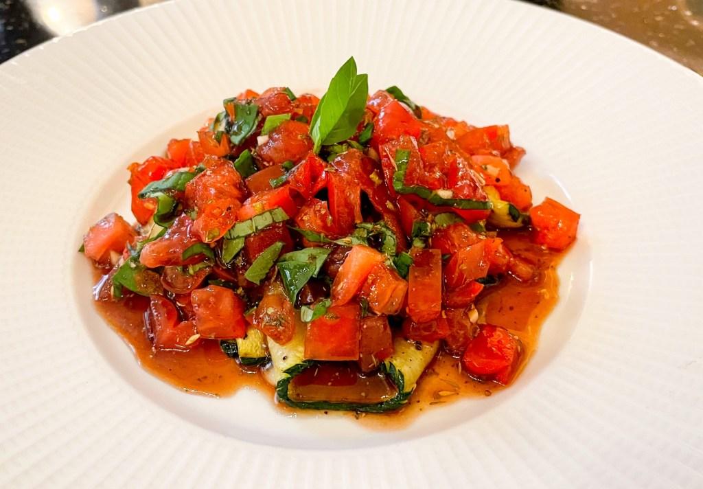 Zucchini-e-dadolata-di-pomodori