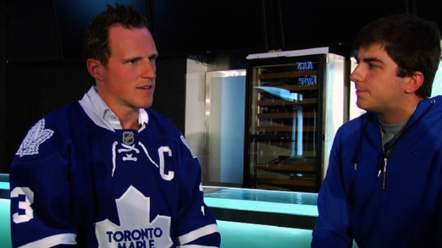 Dion Phaneuf talking to some blogger douche.