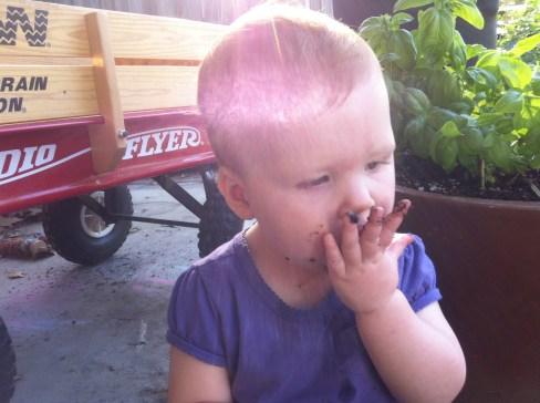 Sugarbaby eats dirt