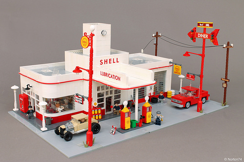 Lego Art Déco Gas Station