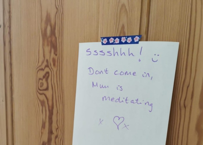 """image of a note stuck to a door reading """"shh, don't come in, mum is meditating!"""""""