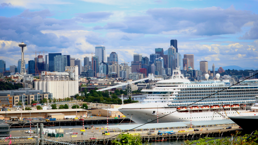 Work abroad - earn money while traveling- cruise ship crew