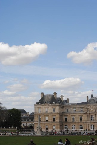 Don't really understand how come each time I arrive to Jardin de Luxembourg the sky has this wonderful blue color, as if from a renaissance painting