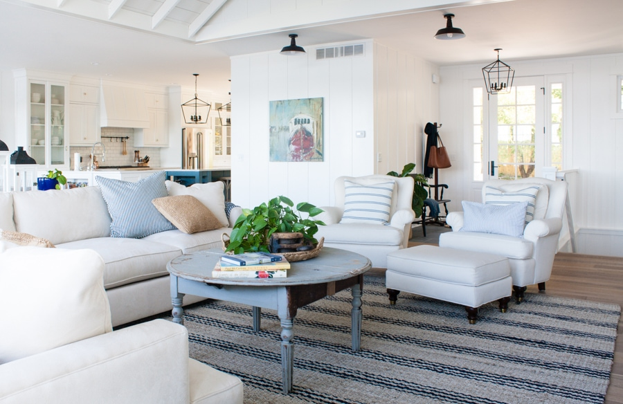 Modern Lake House Living Room Novocom Top