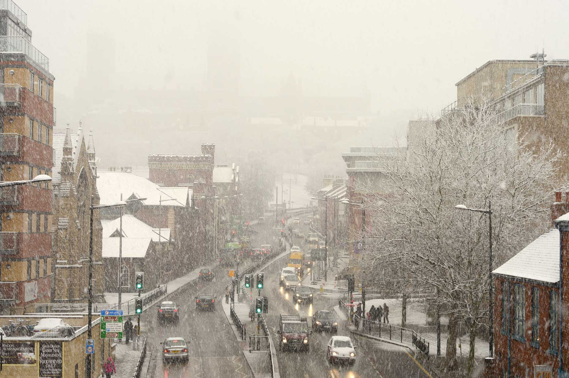 Met office issue weather warning of snow and ice for Wakefield