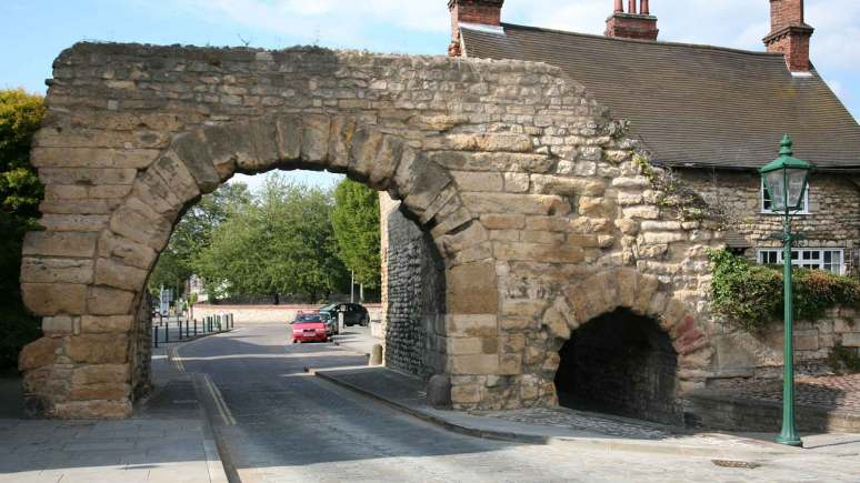 Newport arch before the repairs began.